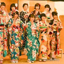 毎年定番のNMB48の「どやさ」披露/NMB48(前列左から)武井紗良、久代梨奈、川上千尋、城恵理子、清水里香(後列左から)新澤菜央、水田詩織、林萌々香、石田優美、小川結夏 /AKB48グループ成人式記念撮影会