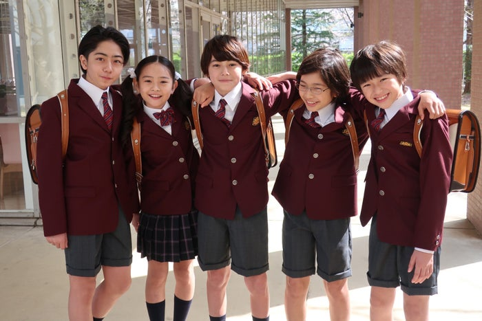 話題の美少年・翔(中央)が神楽木晴の幼少期役でドラマデビューを果たす(C)TBS