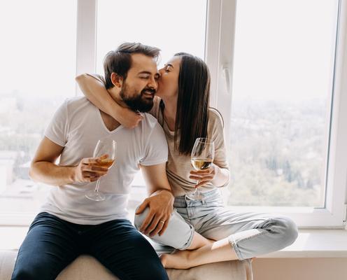 仲よし夫婦は実行済み?!「結婚生活のよい刺激になる」4つのコトとは…