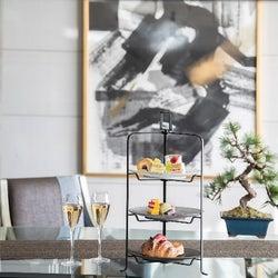 5つ星ホテルの部屋で自分だけの贅沢すぎるアフタヌーンティーを。ピエールエルメの豪華スイーツを愉しむ