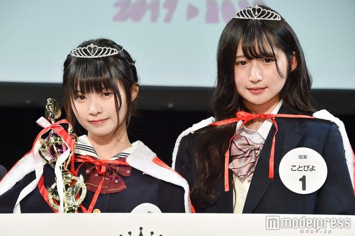 「女子高生ミスコン2017-2018」関東エリア予選/左から:グランプリ・千尋さん&準グランプリ・ことぴよさん(C)モデルプレス
