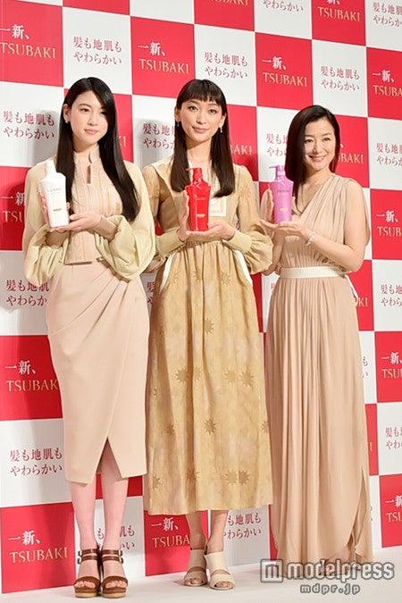 左から:三吉彩花、杏、鈴木京香