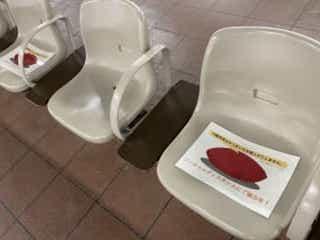 JR川越駅、新型コロナ対策の矛盾にユーザー爆笑 市民も「何だコレ…」状態に 新型コロナウイルスの影響を受け、ソーシャルディスタンスの保持が呼び掛けられている昨今。JR川越駅のコロナ対策が斬新すぎると話題に。