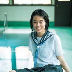 モデルプレス - 竹内愛紗、制服で今しかない青春の輝きを放つ