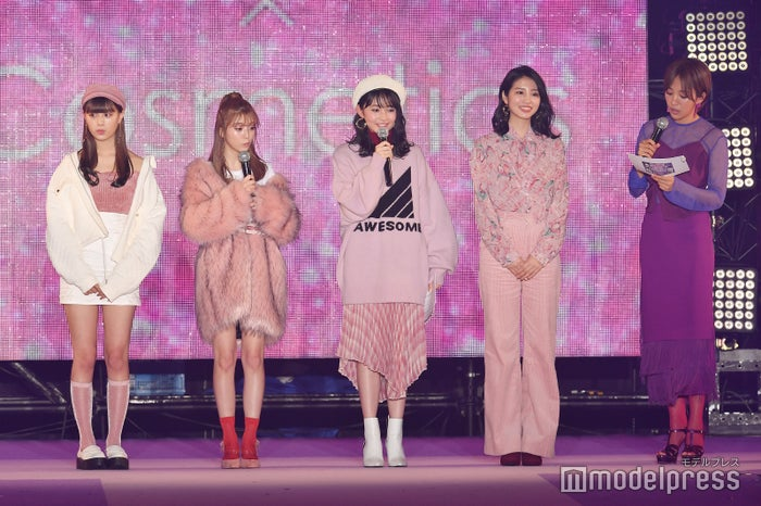 (左から)鶴嶋乃愛、中野恵那、久間田琳加、青島妃菜(C)モデルプレス