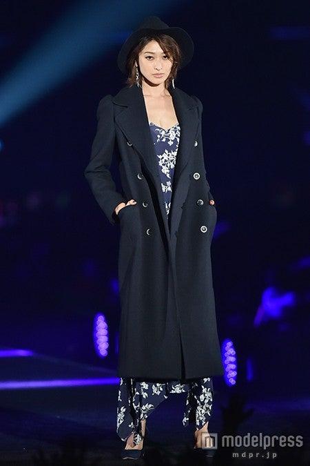 ファッションフェスタ「takagi presents TGC KITAKYUSYU 2015 by TOKYO GIRLS COLLECTION」に出演した山田優