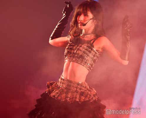 AKB48村山彩希、くっきり美腹筋に反響「惚れた」「憧れる」 妖艶ダンスで魅了<ゆうなぁ単独コンサート>