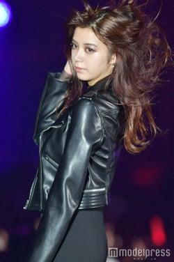池田エライザ、オールブラック衣装がかっこよすぎ がっつりメイクで色っぽさ溢れる<TGC北九州2017>