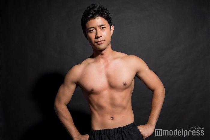 モデルプレスのインタビューに応じた榎並大二郎アナウンサー(C)モデルプレス