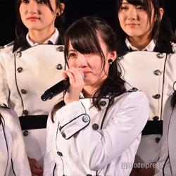 AKB48チームA新キャプテン岡部麟、会見中に涙止まらず<「目撃者」公演>