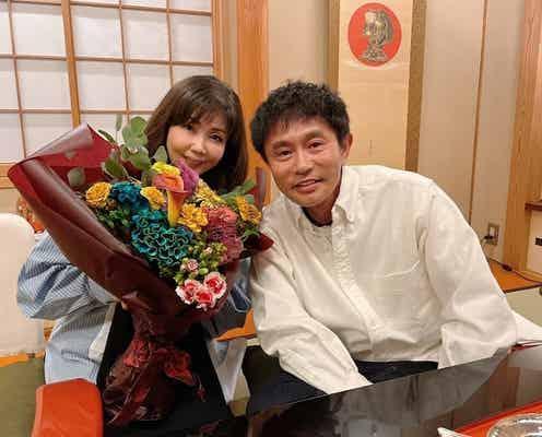 小川菜摘、32回目の結婚記念日を迎え夫・浜田雅功との2ショットを公開「嬉しいひと時」