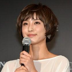 """結婚発表のモデル出岡美咲、""""SNSの女王""""として同世代女子から支持<略歴>"""