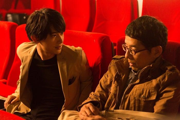 吉沢亮、野間口徹/「GIVER 復讐の贈与者」第5話より(C)テレビ東京
