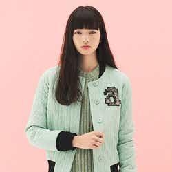 モデルプレス - 小松菜奈、アンニュイな表情で魅せる 旬の着こなしとは?