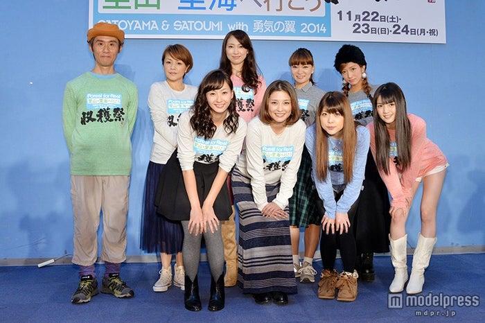 (前列左より)藤本美貴、石川梨華、小川麻琴、道重さゆみ(後列左より)まこと、中澤裕子、飯田圭織、保田圭、辻希美