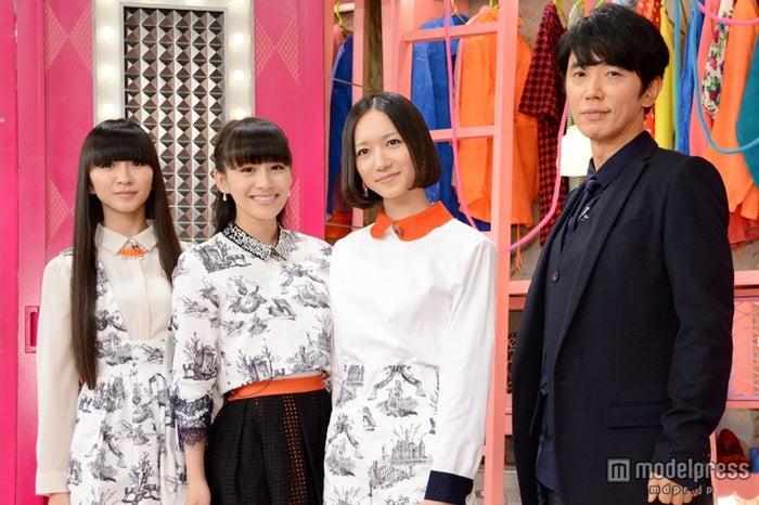 「MUSIC JAPAN」の新MCに起用されたユースケ・サンタマリア(右)とタッグを組むPerfume