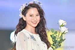 河北麻友子、透けドレスで女神のオーラ トップバッターで歓声浴びる<関コレ2018S/S>
