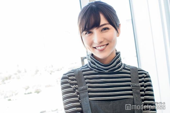 モデルプレスのインタビューに応じた石川恋(C)モデルプレス