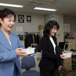 名取裕子、麻生祐未(C)テレビ東京