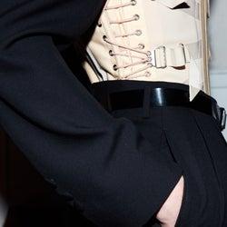 メゾン・マルジェラ メンズ初の「アーティザナル」コレクション発表を記念し、期間限定店オープン