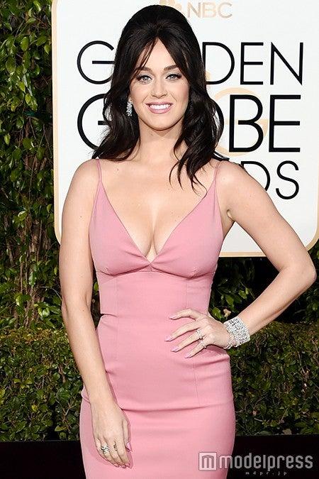 シンプルなスレンダードレスのケイティ・ペリー/photo:Getty Images