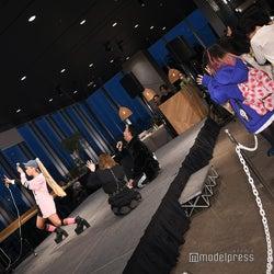 あおちゃん、すーちーらが観客とTikTok撮影 (C)モデルプレス