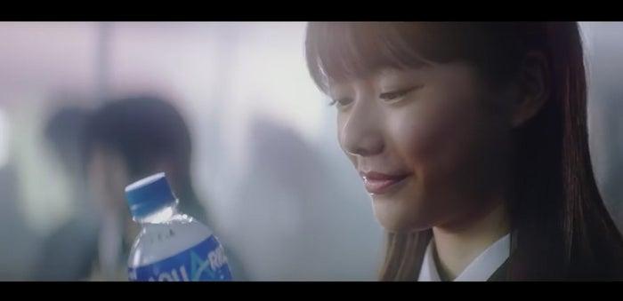 矢崎希菜/日本コカ・コーラ「アクエリアス」テレビCMより(提供画像)