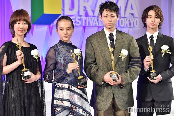 「東京ドラマアウォード2019」授賞式に登壇した(左から)黒木華、清原果耶、菅田将暉、横浜流星 (C)モデルプレス