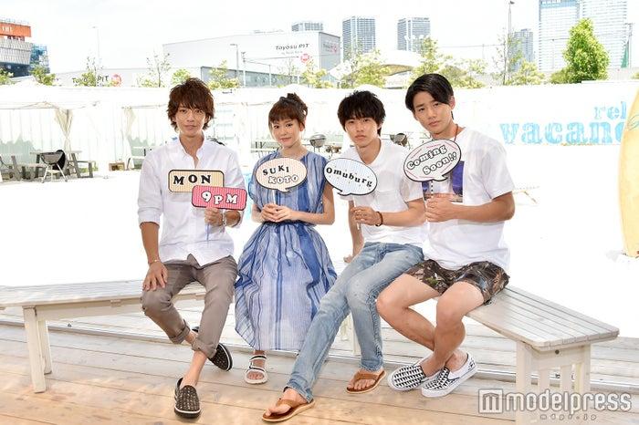 (左から)三浦翔平、桐谷美玲、山崎賢人、野村周平(C)モデルプレス