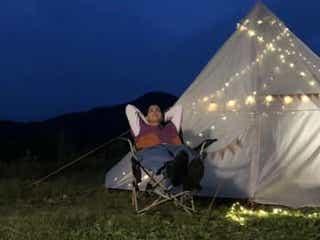 黒羽麻璃央、テントをバックに夜空見上げたオフショット公開