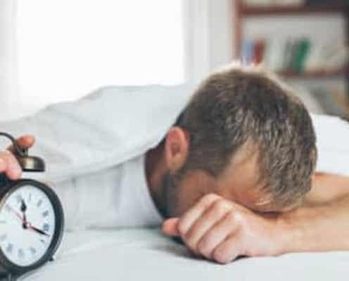 """""""睡眠不足""""と""""寝すぎ""""のデメリットとは?「糖尿病や鬱病のリスクが上昇…」"""