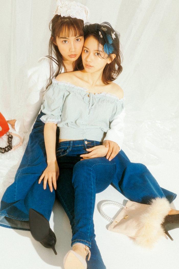 (左から)黒木ひかり、山本舞香(写真提供:徳間書店)