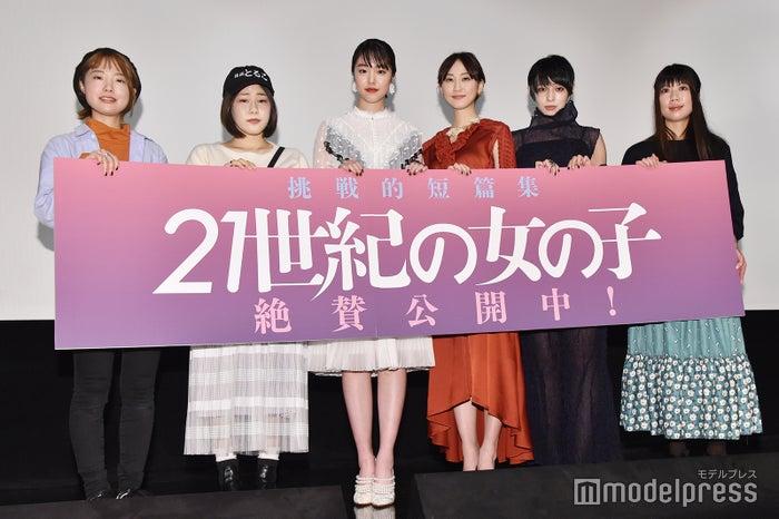 左より:坂本ユカリ監督、山戸結希監督、唐田えりか、松井玲奈、日南響子、加藤綾佳監督 (C)モデルプレス