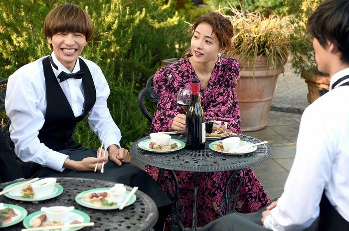 志尊淳、石原さとみ/「Heaven?~ご苦楽レストラン~」第1話より(C)TBS