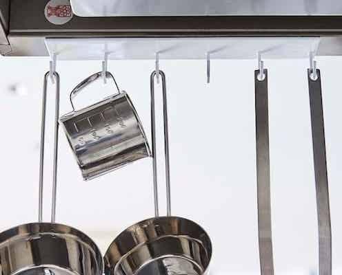 キッチン悩みが即解決!ムダな空間を利用した「神発想アイテム」で収納力アップ