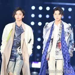 圧巻のスタイルで2ショットランウェイを飾った道枝駿佑&佐藤龍我(C)モデルプレス