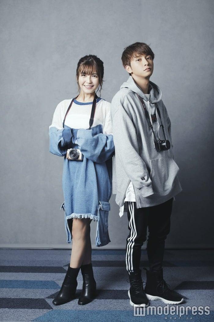 (左から)宇野実彩子、與真司郎(C)モデルプレス