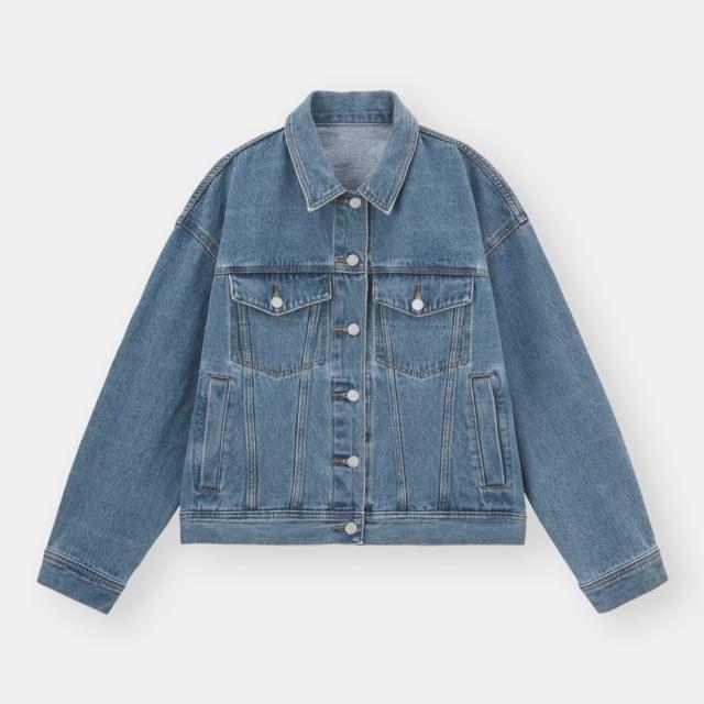 ブルーのデニムジャケット