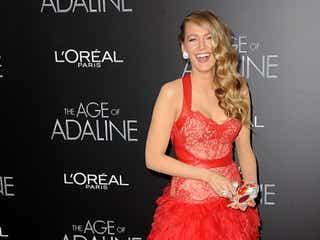 ブレイク・ライブリー、深紅のドレスで最新作プレミアに登場