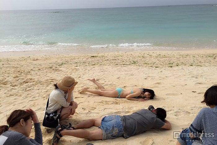 美しいビーチで新たな表情が開花(画像:所属事務所提供)