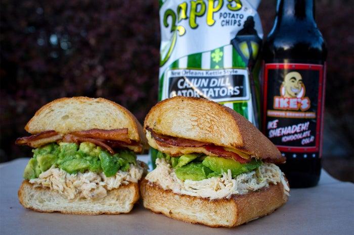 #12 Andrew Luck_chicken, bacon, garlic & herb seasoning, avo, gouda/画像提供:アイクス・ラブ&サンドウィッチ