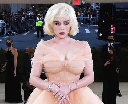ビリー・アイリッシュ、マリリン・モンローのようなドレスでSEXYな魅力「最強」「振れ幅すごい」と話題に<メットガラ2021>