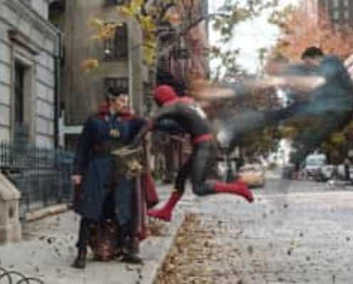 トム・ホランドの身に何が? 『スパイダーマン:ノー・ウェイ・ホーム』劇場版予告解禁