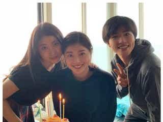 土屋太鳳、姉・炎伽&弟・神葉との3ショット公開 家族でバースデー祝い