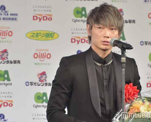 綾野剛、助演男優賞受賞 妻夫木聡がサプライズで手紙贈る