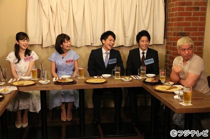 (左から)久慈暁子、海老原優香、安宅晃樹、黒瀬翔生、松本人志 (C)フジテレビ