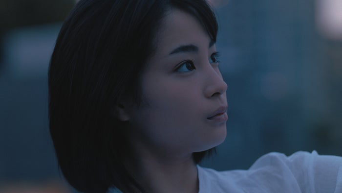広瀬すず出演新CM「恋よりセンイ。」篇より/提供画像