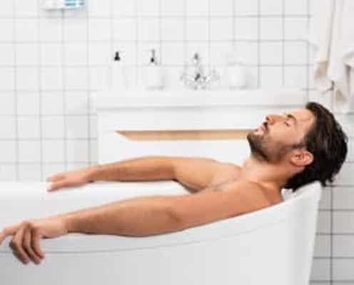 """医師が教える""""就寝前の絶対NGな習慣""""とは?「熱すぎるお湯は…」"""