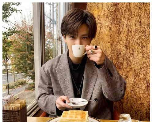 """三代目JSB岩田剛典、""""彼氏感""""ショットに反響「プライベート写真かっこよすぎ」"""
