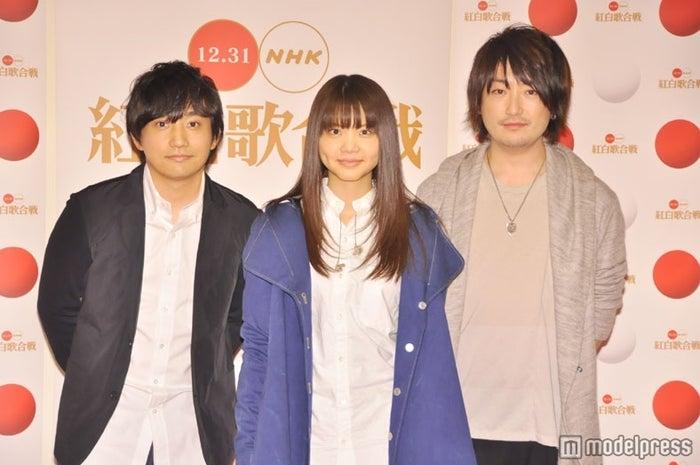 いきものがかり(左から)水野良樹、吉岡聖恵、山下穂尊(※写真はリハーサル時の記者会見)